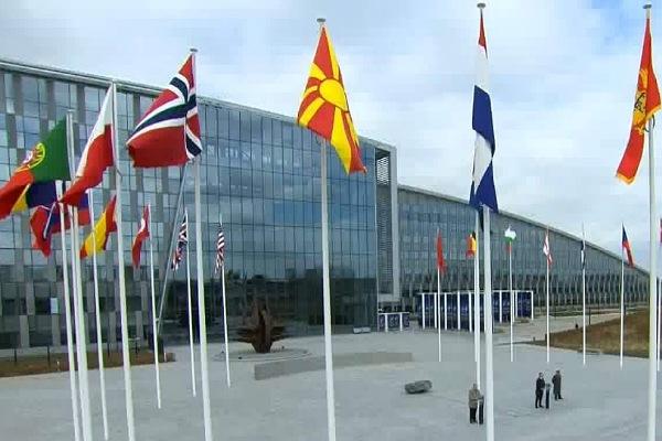 Flamuri i Maqedonisë së Veriut u ngirt në selinë e NATO s  VIDEO