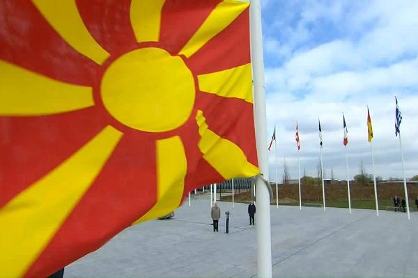 Dimitrov  Flamuri ynë me krenari valon në mesin e 29 flamujve aleatë